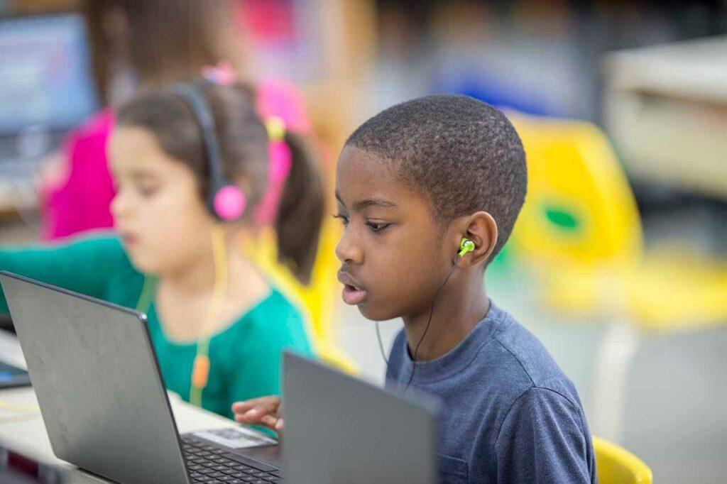 leerling met laptop