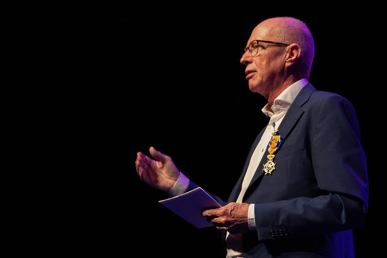 Toine Maes ontvangt Koninklijke onderscheiding voor zijn bijdrage aan ict in het onderwijs
