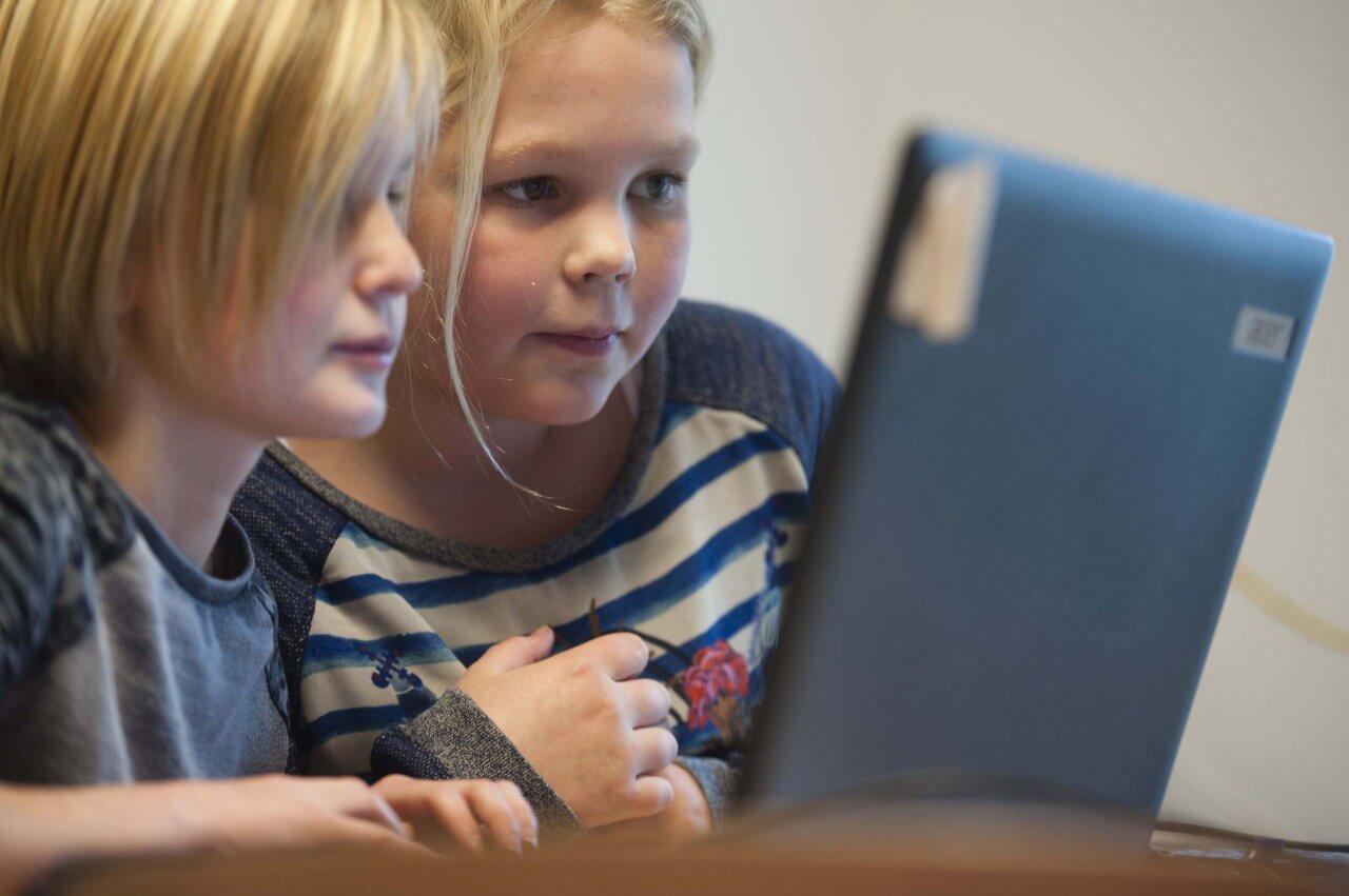 SIVON koopt opnieuw extra laptops en tablets in voor scholen