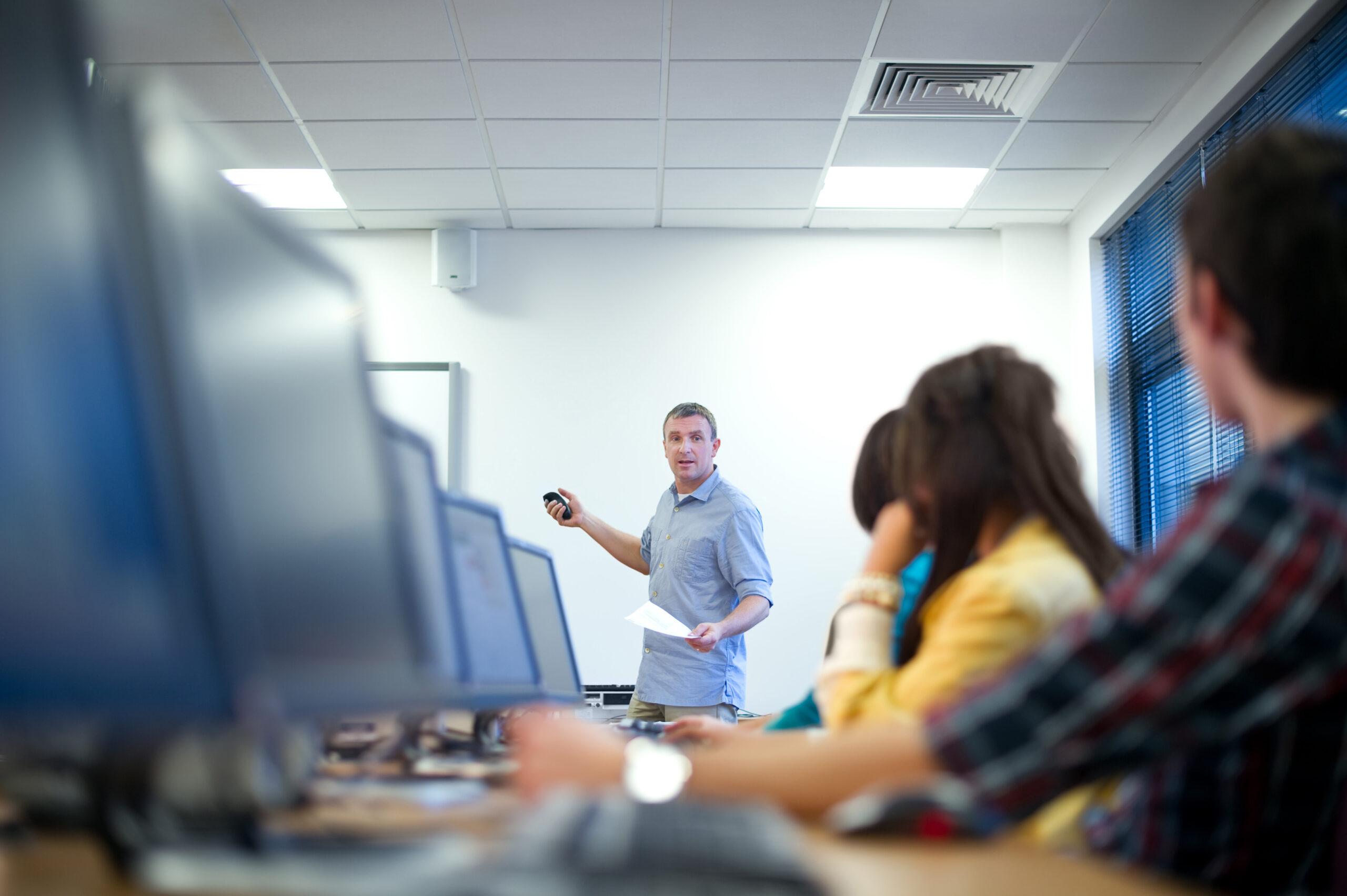 Kennisnet en saMBO-ICT starten leergang i-coaches in het mbo