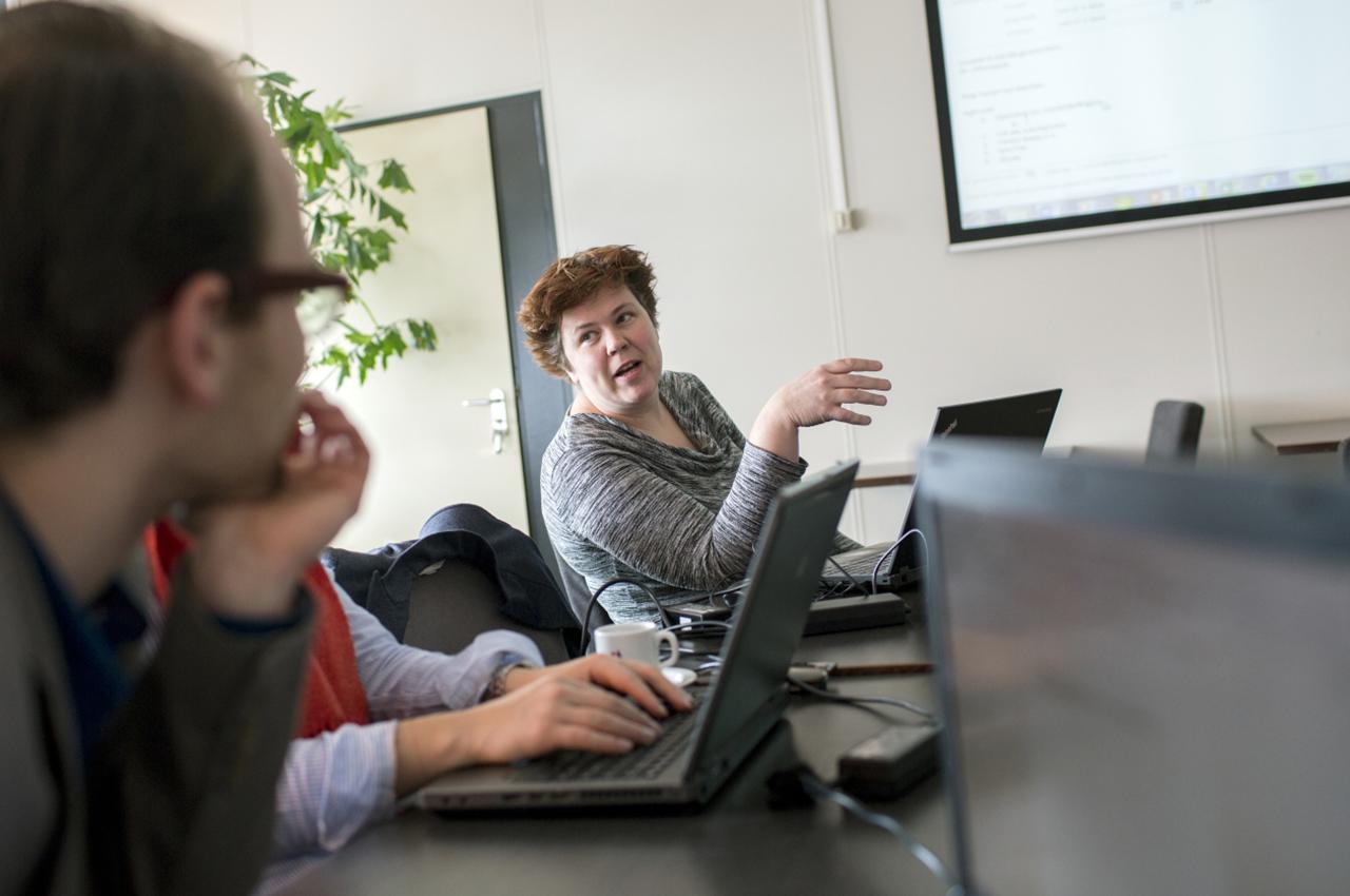 leraren voeren het gesprek over de inzet van ict in het onderwijs