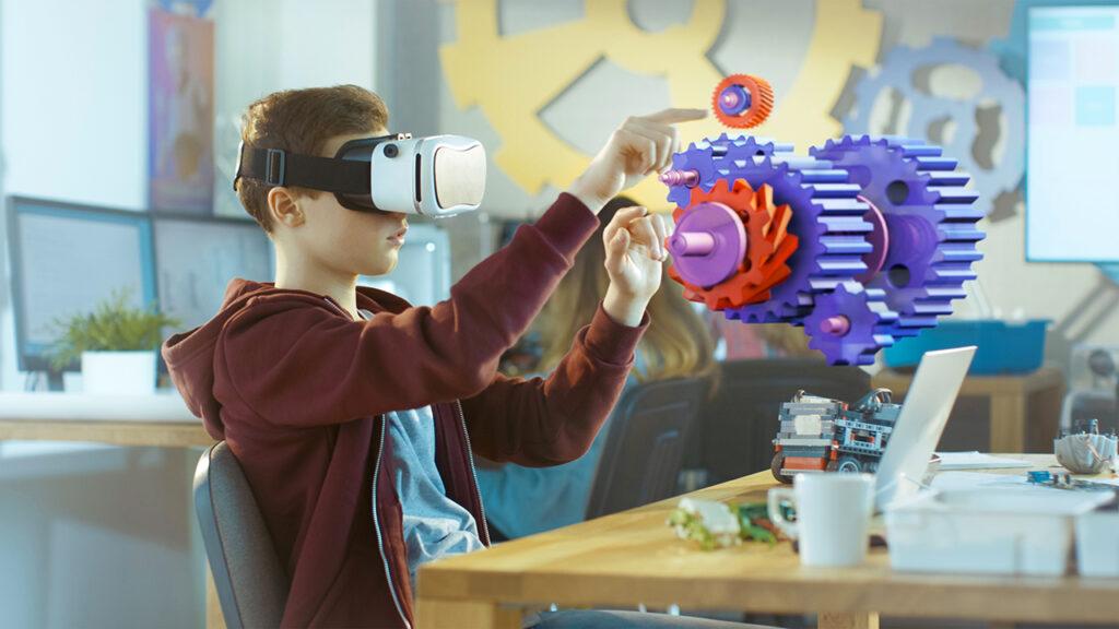 Leerling heeft techniekles met virtual reality