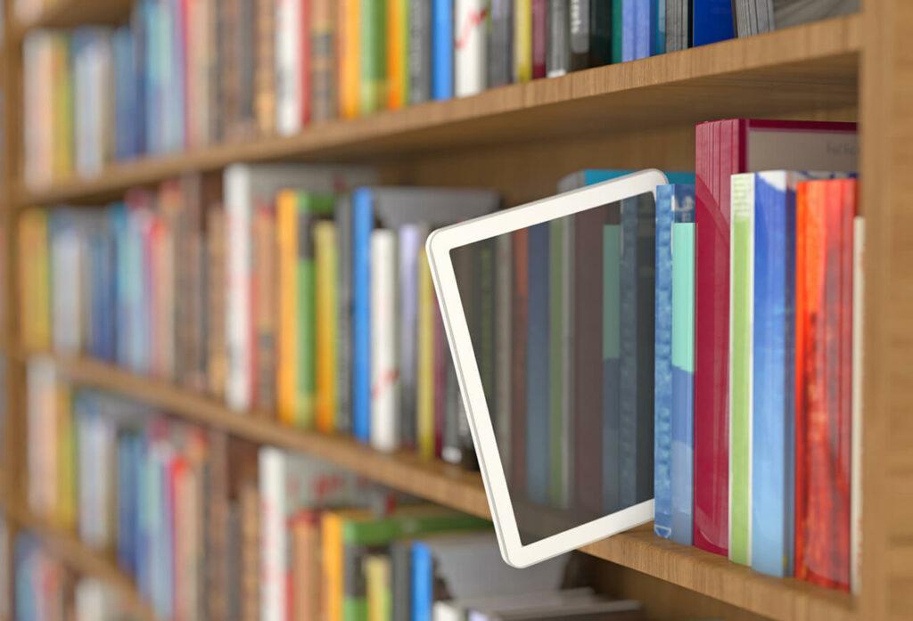 tablet valt uit boekenkast - concept open leermiddelen